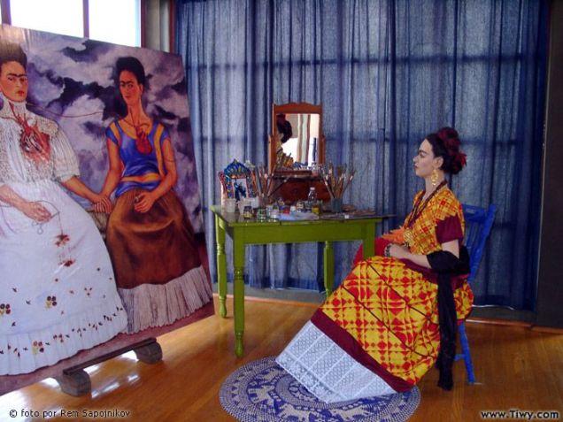 Frida contemplating Frida